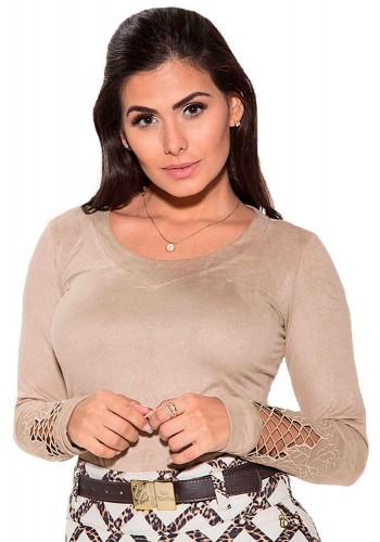 blusa marrom com rendas na manga suede via tolentino viaevangelica frente