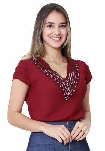 blusa manga curta decote bordado vermelho tata martello viaevangelica frente