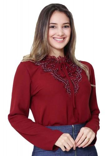 blusa com bordado e amarracao no decote vermelho tata martello viaevangelica frente