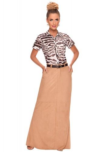 conjunto saia longa suede caramelo camisa estampa animal print com cinto zunna ribeiro viaevangelica frente