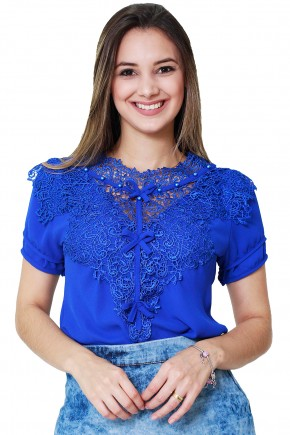 blusa azul bordado guipir manga curta 3 lacos tata martello viaevangelica frente