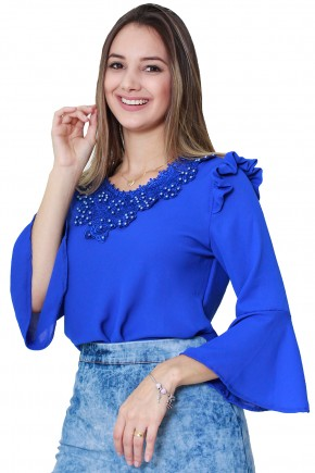 blusa azul manga longa sino babado ombro bordado guipir perolas tata martello viaevangelica frente