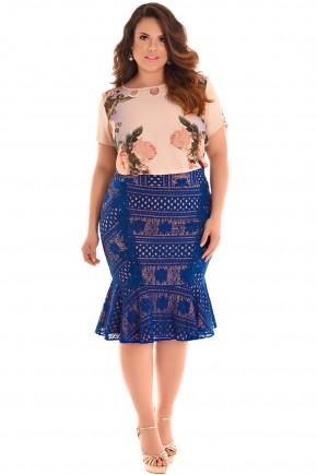 conjunto plus size blusa bege manga curta estampa floral e folhagem decote vazado saia azul rendada sino fascinius viaevangelica frente
