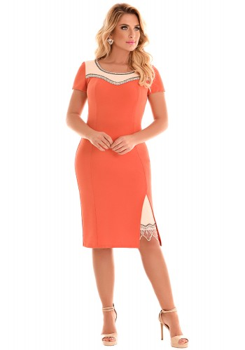 vestido tubinho laranja detalhe bege bordado pedrarias fenda guipir manga curta fascinius viaevangelica frente