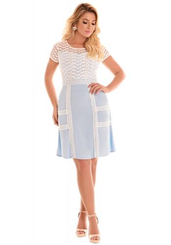 vestido azul claro e branco manga curta rendado bordado fascinius viaevangelica frente