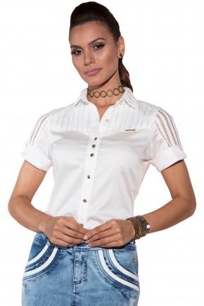 camisa branca manga curta detalhes vazados via tolentino viaevangelica frente detalhe