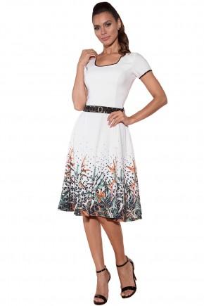 vestido lady like evase branco estampa geometrica e folhagem via tolentino viaevangelica frente