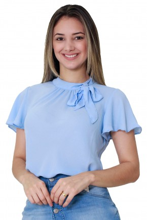 blusa azul claro manga curta e ampla gola alta amarracao laco tata martello viaevangelica frente