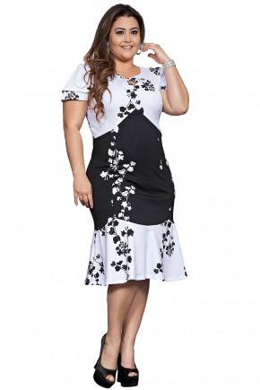 vestido plus size preto e branco estampa floral manga curta barra babados kauly viaevangelica frente