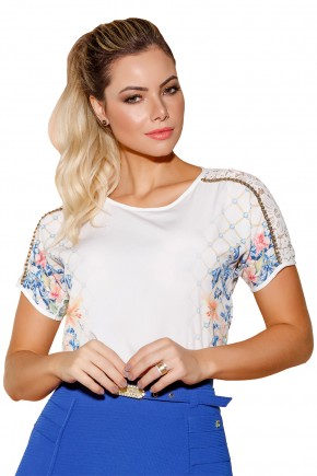 blusa off white estampa localizada floral e correntes manga curta rendada e bordado pedrarias via tolentino viaevangelica frente