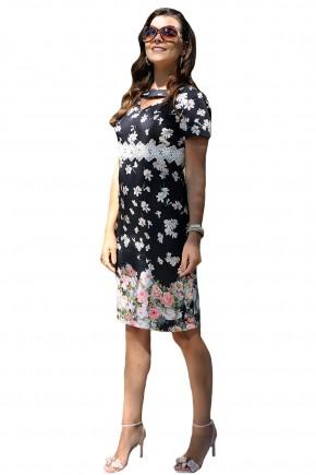 vestido tubinho preto estampa floral decote vazado detalhe guipir cassia segeti frente