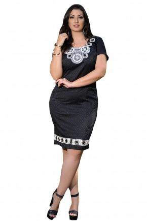 vestido preto tubinho detalhe guipir branco e ilhos decote e barra cassia segeti frente