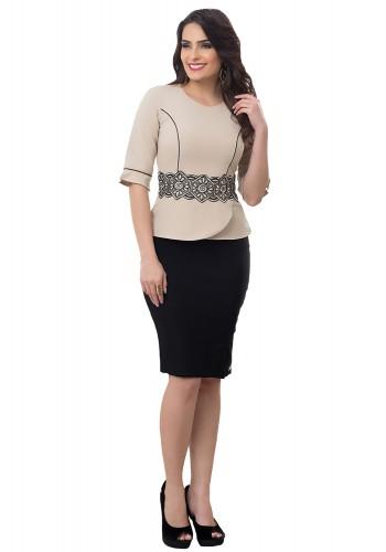 conjunto blusa bege detalhe guipir cintura saia preta justa tradicional bella heranca frente