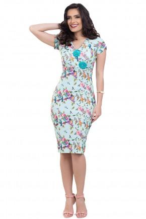 vestido justo verde claro estampa floral e passaros decote v broche floral bella heranca frente