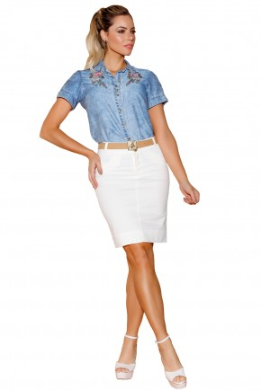 conjunto camisa jeans bordado floral ombros botoes saia off white justa via tolentino frente