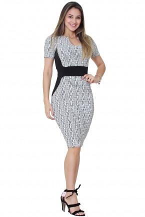 vestido tubinho branco e preto decote diferenciado faixa preta cintura e lateral estampa geometrica tata martello frente