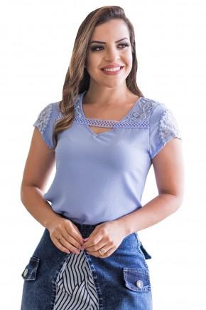 blusa azul clara manga curta detalhe renda decote v detalhe guipir raje jeans frente