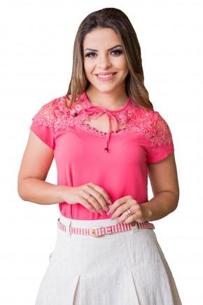 blusa rosa pink manga curta ombros e busto renda e guipir bordado pedrarias decote amarracao raje jeans frente