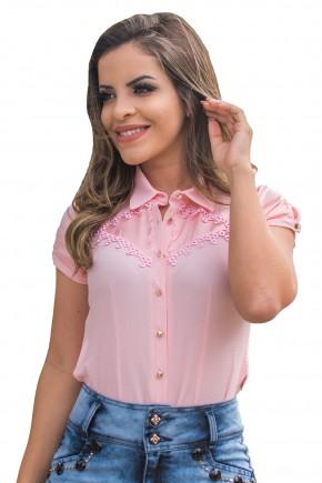 camisa rosa claro botoes manga curta detalhe guipir busto raje jeans frente