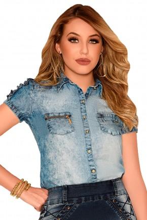 camisa jeans claro manchado botoes bolsos com ziper frontais manga curta babados nitido frente detalhe